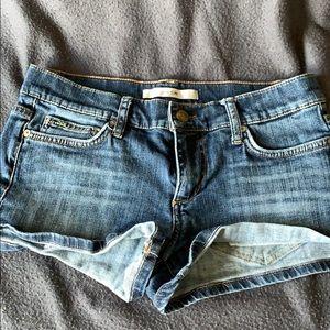 Very cute short denim shorts